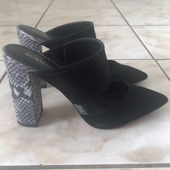 Black and snake printed heel.